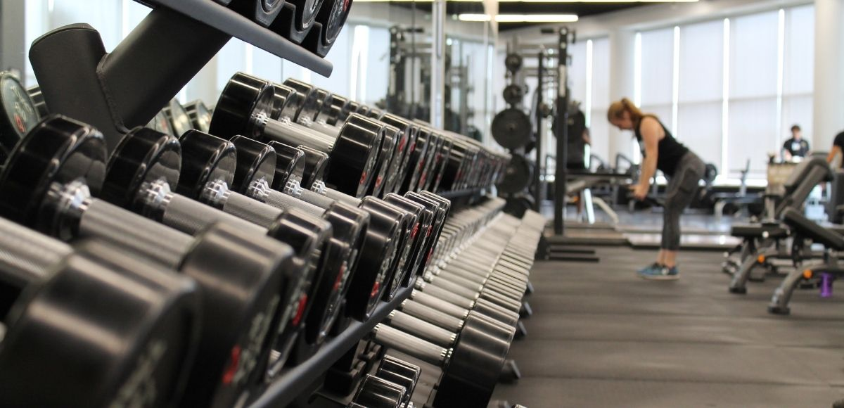 ¿Qué soluciones y equipos de limpieza necesitas tener en tu gimnasio?