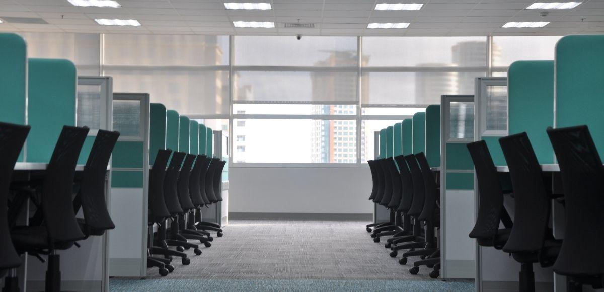 ¿Qué soluciones y equipos de limpieza necesitas tener en tu oficina?